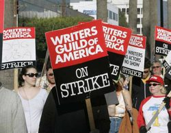 Crece la tensión por la posible huelga de guionistas estadounidenses que paralizaría series y programas