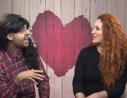 """'First Dates': Carlos le confiesa a su cita que se viste de mujer y a ella """"no le hace ninguna gracia"""""""