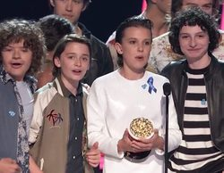 MTV Movie & TV Awards: El elenco de 'Por 13 razones' le entrega el premio a Mejor Serie a 'Stranger Things'