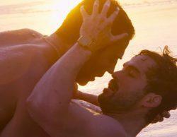 'Sense8': La escena más caliente de Miguel Ángel Silvestre y Alfonso Herrera en tanga y en la playa