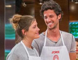 Jorge y Miri acercan posturas y sorprenden con su beso en 'MasterChef'