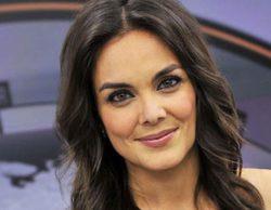 Mónica Carrillo imita a Matías Prats y cuenta su primer chiste en los informativos