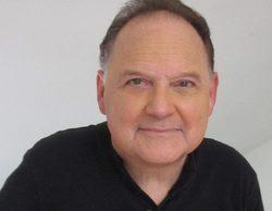 Muere Stephen Furst, la voz de Booser en la serie 'Buzz Lightyear del mando estelar', a los 63 años