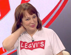 'Amigas y conocidas': La llamativa camiseta de Ángela Vallvey que se ha convertido en viral