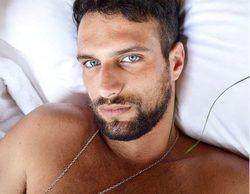Jesús Castro sorprende con una imagen semidesnudo donde marca un sospechoso bulto