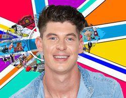 Sam, concursante de 'Big Brother UK', le enseña el pene a una de sus compañeras para intentar conquistarla