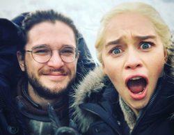 Emilia Clarke ('Juego de Tronos') revoluciona las redes con una divertida fotografía junto a Kit Harington