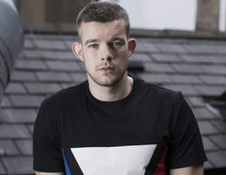 Russell Tovey será The Ray, un superhéroe gay, en el nuevo crossover de The CW
