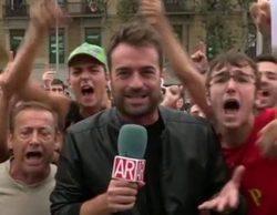 Unos manifestantes impiden a un reportero de 'El programa de Ana Rosa' continuar con un directo en Barcelona
