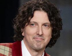E! despide a Mark Schwahn, creador de 'The Royals', acusado de acoso sexual
