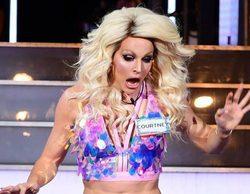 Courtney Act se queda desnuda al tropezarse con su falda en su entrada a 'Celebrity Big Brother'