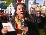 Una reportera de TV3 tiene problemas para informar durante la manifestación de la Policía y Guardia Civil