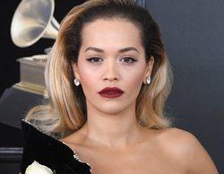 Rita Ora sufre problemas con su vestido en la Alfombra Roja de los Premios Grammy 2018