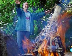 """Los 'Supervivientes' queman en una hoguera los recuerdos de Saray: """"Que se pudra en el infierno"""""""