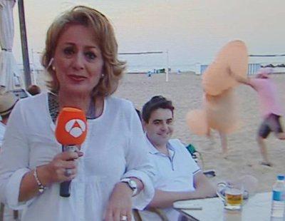 Un pene gigante se cuela en el directo de una reportera de 'Antena 3 noticias'