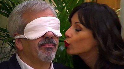 """Carlos Sobera confunde en 'First dates' un beso de una gemela con uno de Matías: """"Pareció un beso con bigote"""""""
