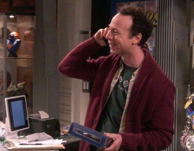 Stuart contrata a una nueva empleada en el 11x21 de 'The Big Bang Theory'