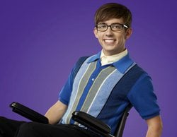 Kevin McHale, Artie en 'Glee', confirma que es gay al publicar una imagen con su novio