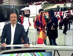 'Jugones' muestra a una reportera de Barça TV que obliga a esconder una bandera española en la Copa del Rey