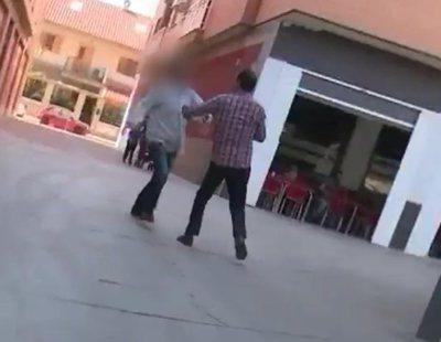 Un reportero de 'Espejo Público' recibe una brutal agresión en pleno directo