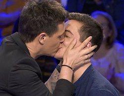 'Pasapalabra': Christian Gálvez besa a Víctor Palmero en respuesta a las críticas de su beso con Alejo Sauras