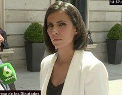 """Ana Pastor se enfada en 'Al rojo vivo' al intentar preguntar a Mariano Rajoy en el Congreso: """"¡No me empujes!"""""""