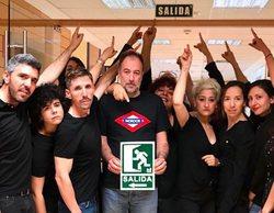 Los trabajadores de RTVE le indican la salida al presidente José Antonio Sánchez en el sexto viernes negro