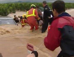 Un equipo de 'Antena 3 Noticias' colabora con los cuerpos de emergencia a salvar la vida de tres ancianos