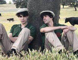 Javier Ambrossi y Javier Calvo se convierten en granjeros en 'Trabajo temporal'