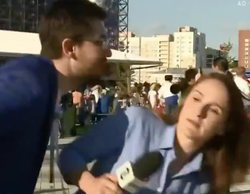 Mundial de Rusia 2018: Una periodista brasileña, acosada en pleno directo por un hombre que intentó besarla