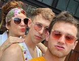 Los actores de 'Por 13 razones' celebran el Orgullo LGTB en las calles de Nueva York