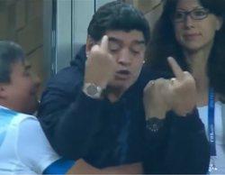 Maradona la lía en el partido entre Nigeria y Argentina del Mundial y tiene que ser atendido por los médicos