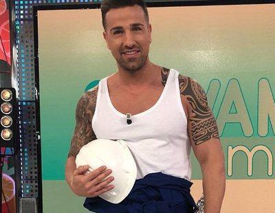 Rafa Mora se desnuda en 'Sálvame' para ponerse la ropa de la boda de Diego Matamoros