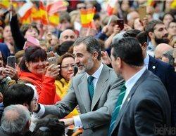 Un grupo de monárquicos boicotean un directo de IB3 sobre la recepción de los Reyes en Mallorca