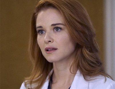 """Sarah Drew, April de 'Anatomía de Grey', relata su """"doloroso"""" despido de la serie"""