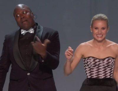 """Estrellas de """"una raza común"""" inauguran los Emmy 2018 con una actuación musical"""