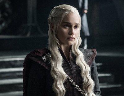 Emilia Clarke sorprende a los fans de 'Juego de Tronos' con un tatuaje sobre la serie