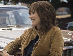 El productor de 'Stranger Things' habla del posible romance entre Joyce y Hopper en la 3ª temporada