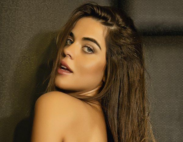 Violeta Myhyv Se Desnuda En Primera Línea En La Cama Es Como