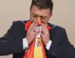 'Polònia' apoya a Dani Mateo sonándose los mocos con la bandera de España, la de Cataluña y la estelada