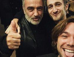 """El reencuentro de los actores de 'Merlí' en el teatro: """"Dos actorazos y un fan"""""""