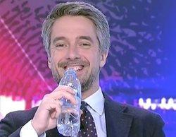 La divertida pillada a Carlos Franganillo durante una conexión en directo en el Telediario