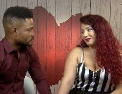'First Dates': Una comensal pretende arreglarlo con su ex, pero encuentra en su móvil conversaciones con otras