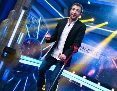 Pablo Motos se lesiona y acaba presentando 'El hormiguero' en muletas