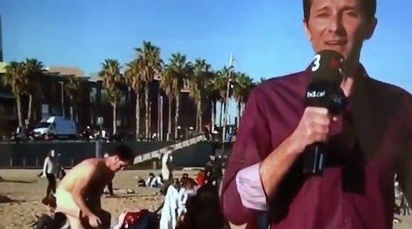 Un Reportero De Tv3 Vive Un Surrealista Momento Al Colarse En Su