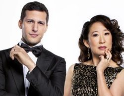 Andy Samberg y Sandra Oh, presentadores de los Globos de Oro 2019, muestran el renovado galardón