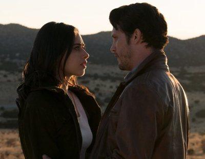 'Roswell, New Mexico' quiere derribar el muro de Trump con un romance interplanetario
