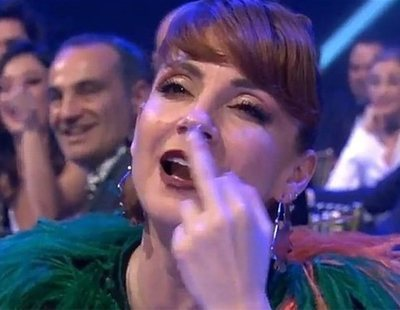 Najwa Nimri y su peineta a Íngrid García Jonsson en los Premios Feroz 2019