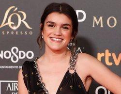 Goya 2019: Amaia Romero reivindica el empoderamiento femenino y conoce a Almodóvar en la alfombra roja