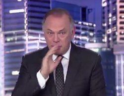 Pedro Piqueras se atraganta en directo al dar paso a una noticia en 'Informativos Telecinco'